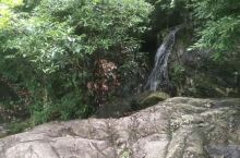 武功山千丈岩下的小溪。
