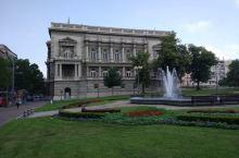 塞尔维亚新旧王宫。