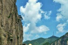 #锦绣黄山# 黄山是世界文化与自然双重遗产,世界地质公园,国家AAAAA级旅游景区,国家级风景名胜区