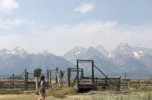 美国·大提顿国家公园风光 大提顿国家公园,位于美国怀俄明州西北部壮观的冰川山区,1929 年建立,院