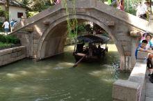 江南水乡周庄的小桥看上去就是秀气!