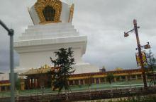 听朋友讲这是藏区最大的白塔