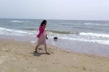静静地走在沙滩上[得意]