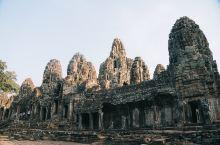 世界上最大的庙宇,柬埔寨吴哥窟。