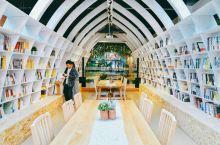 杭州宋城之一书房         杭州宋城景区有一个一书房,这里为那些喜欢读书的朋友们在喧闹的宋朝提