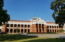 武昌起义纪念馆在原鄂军都督府所,凭个人身份证可以免费参观,还有免费讲解,红楼陈列了都督府以前办公的实