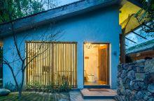 值得一去的酒店——青城山青城书房生态度假酒店  最大的亮点是,户外的那个观景平台,很棒,景色美,提供