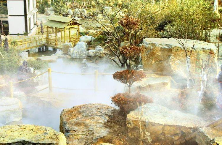 Xiantan Mountain Hot Spring Town