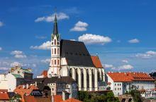 克鲁姆洛夫小镇精品1日游 到访世遗小镇,游览古老的教堂、特色博物馆,登上城堡俯瞰美丽的红屋顶,感受美