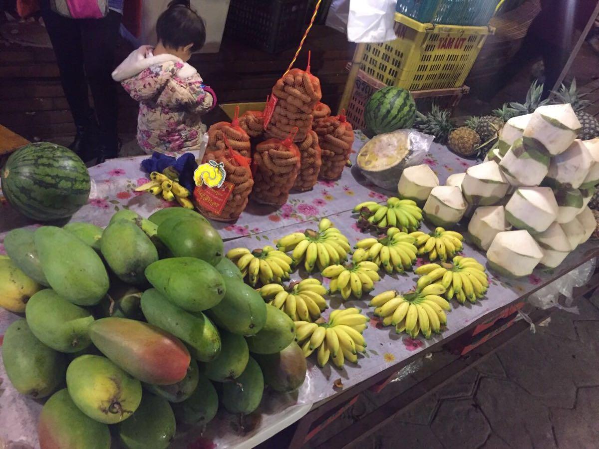 义乌 Night Market: 【携程攻略】景洪星光夜市景点,夜市卖的都是义乌小商品批发市场都可以买到的东西,零星几个烧烤摊要…