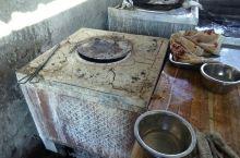 伊宁特色农家乐,只有烤肉和拌面,客人却络绎不绝