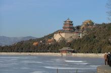 冰封昆明湖 冬天,当昆明湖静止下来,万寿山青翠尤在,预示着春天即将来临。