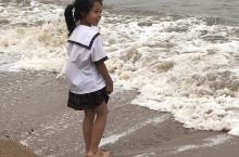 沙滩 海浪 孩童 还有三礁揽胜