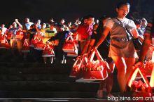 2017年9月20日晚八点, 广东省肇庆市德庆县龙母祖庙的龙母诞放水灯活动实拍。
