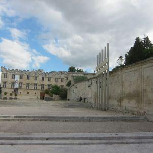 教皇宫广场旅游景点攻略图