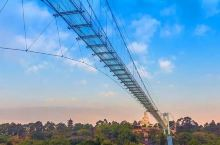 """超恐怖!广东最长3D玻璃桥""""碎""""了!就在广州隔壁!竟然有人抢着去....."""