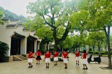 翁山公园位于舟山临城东侧的一个小山,是新城建设开发而建的一个配套公园,依托翁山,总面积12公顷,这个