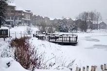 长白山万达滑雪场的佛库伦湖结冰啦