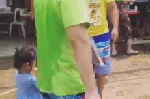 王小姐的旅行|在老挝当地人家里过泼水节