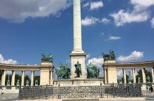 布达佩斯—匈牙利首都,坐落在多瑙河中游两岸。