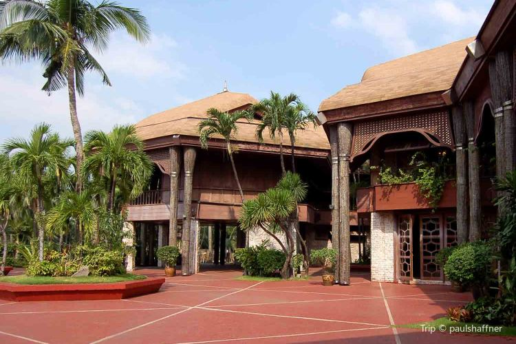 Coconut Palace3