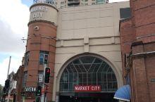 2018年中秋节快乐 悉尼城市市场 中秋节彩旗飘飘 人们在采购月饼 商场中央 舞狮队助兴 白狮子负责