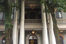 岭南天地裏的简氏别墅  是侨商简照南兴建的   简氏  是我国近代出类拔萃的实业家  享誉海内外