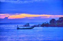 """洞里萨湖位于柬埔寨西北,高棉语意为""""大湖""""。它不仅是东南亚最大的淡水湖,也是每年随季节不同水量增减"""