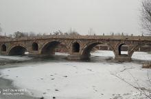 献线明代石桥,建于明崇祯年间,距今三百多年,国家级文保。造型优美,历经沧桑。位于106国道旁,途经此