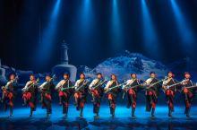 丽江千古情的《藏谜》,以一位藏族老阿妈朝圣路上的所见所闻为线索的一场情景式藏族文化的歌舞。个人觉得最