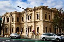 南澳州立图书馆State Library of South Australia是南澳大利亚的信息收藏