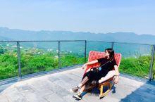 叁时的民宿超棒,将南山的风景尽收眼底,满院的花香,特别喜欢餐厅的设计风格,文艺气息十足。 步行