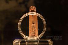 我们的祖先从什么时候开始使用木的活动? 一件木雕,又承载着怎样的时光雕琢? 拨开千年历史烟云,走进东