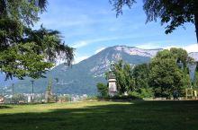 欧洲现代花园的一次美妙漫步  今年的8月份公司组织的一次集体外出游玩,听说是会计最后决定的去安纳西欧
