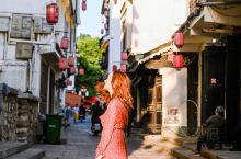 """贵州的""""江南水乡""""岩脚古镇  作为曾经南来北往,东进西出的古驿站。岩脚古镇已有了600多年的历史,素"""