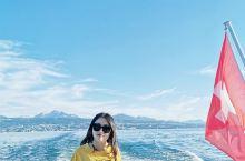 日内瓦湖和依云的水。美丽的体验