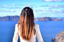 360度无死角的圣托里尼费拉镇,有着无比深邃的蓝。 很多人说圣托里尼又脏又破又臭,还会随时被吹成梅超