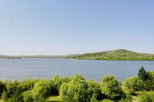 一路开车就跑到内蒙古了呢,湖边开车玩玩。
