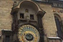 听着蔡依林的《布拉格广场》,踏上浪漫布拉格老城之旅,重中之重就是想亲眼目睹一下著名的天文钟。  布拉