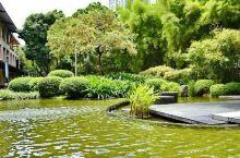 白领们的休闲之所—绿带公园  开放时间:6:30点到18点  绿带公园就位于马卡蒂的市中心,这里高楼