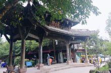 平乐古镇,里面吃的逛的地方多。比较火的是奶汤面和鱼疗。小巷子的话,个人比较喜欢竹编一条街,手工艺让人
