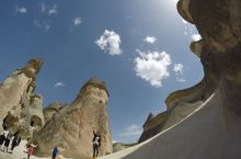 帕夏贝确实也是土耳其卡帕多西亚的比较集中的观景点之一了。独特的地貌成为星球大战的取景地,高大的岩石被
