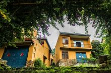 广西百色德保县城关镇那温村是一个贫困村,但是现在几乎家家户户脱贫。村里清一色的房子,村民只需要出一小