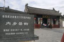 南阳市内乡县有座全国第一家衙门博物馆--内乡县衙。内乡县衙始建于元大德年间,现存建筑多为清建筑。建筑