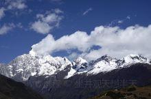 """四姑娘山-藏语""""斯古拉柔达""""的音译,意思是护卫之山,幺妹峰最高海拔6250米,有""""东方的阿尔卑斯山"""""""