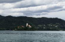据说这是前南斯拉夫领导人铁托的度假地,绝美的湖滨景色,安静的湖边小镇,度假天堂