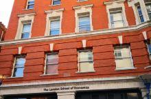 伦大政经学院,在国王学院往北一些,图四五六是附近的水石书店,医疗机构以及对面的孔雀剧院。