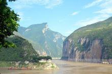 三峡风景区  长江三峡,无数文人墨客竟折腰; 数风流人物,还看今朝!          长江三峡以其