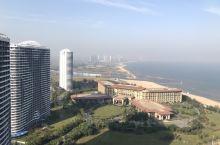 大海、蓝天、白云、公寓,还有不远处的核电站……