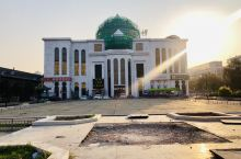 伊斯兰风情街  说这是一条街,貌似有点点找不到具体的街在哪里? 其实主要的标志就是艾博伊和宫,他是一